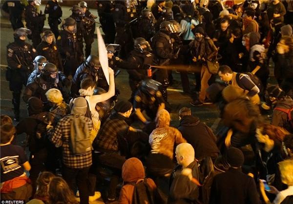 ادامه تظاهرات در آمریکا بر سر انتخاب رئیس جمهور (+عکس)