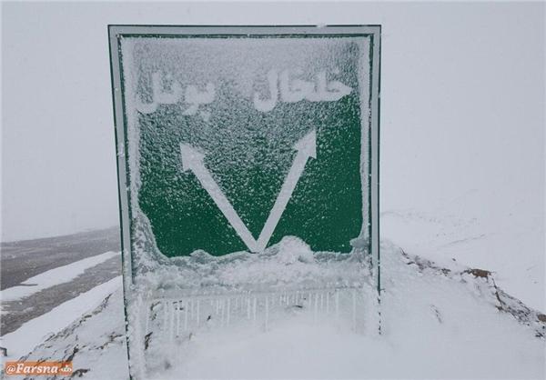 بارش شدید برف و کولاک در گردنههای کوهستانی خلخال (+عکس)