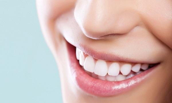 سفید کردن دندانها با این مواد غذایی