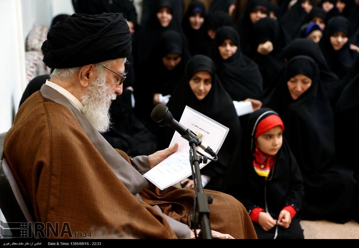 دیدار جمعی از خانوادههای شهدای مدافع حرم با مقام معظم رهبری (+عکس)