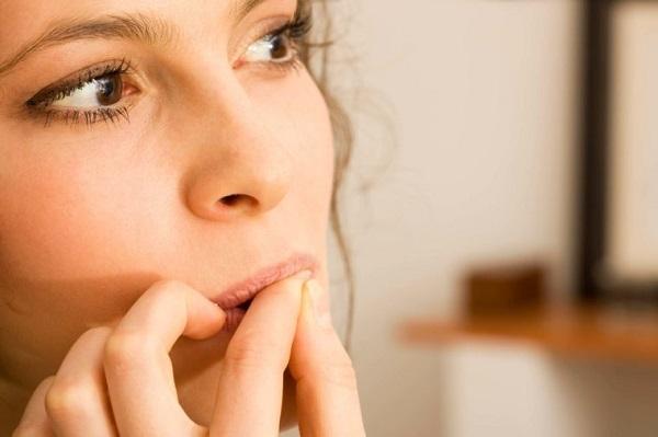 ناخن جویدن تا چه اندازه میتواند بد باشد؟