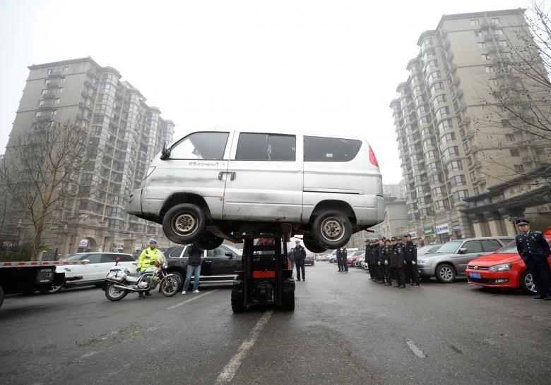 عاقبت پارک کردن چینیها در محل توقف ممنوع (عکس)