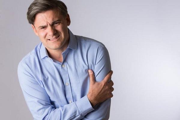 چه زمانی درد دست چپ با مشکل قلبی مرتبط است؟