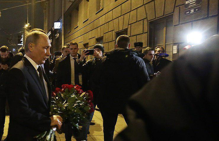ادای احترام پوتین به قربانیان انفجار سن پترزبورگ (عکس)