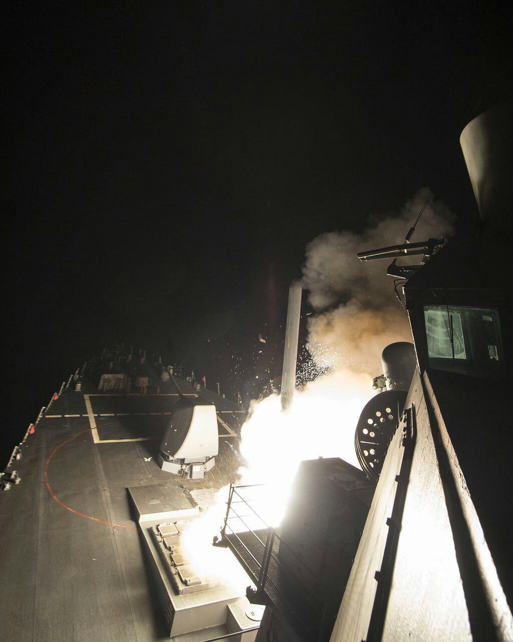 حمله موشکی آمریکا به مراکز ارتش بشار اسد / شلیک 59 موشک تام هاک از ناوهای آرتش آمریکا / ایران محکوم کرد