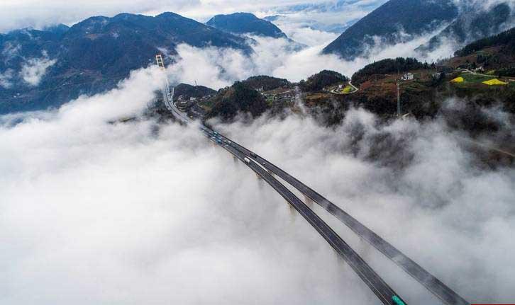 رانندگی روی ابرها! (عکس)