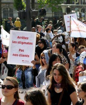 تظاهرات زنان روسپی فرانسه در اعتراض به مجازات مشتریان (+عکس)