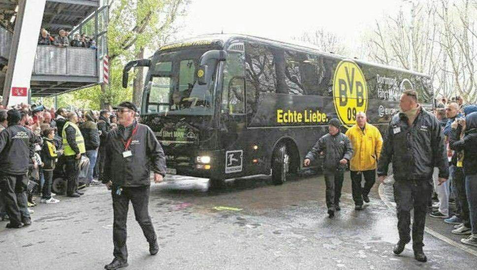 آلمان: انفجار نزدیک اتوبوس تیم فوتبال/ زخمی شدن یک بازیکن/ لغو مسابقه باشگاهی