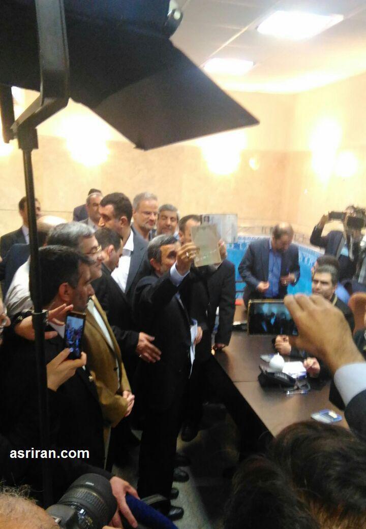 احمدی نژاد ثبت نام کرد!