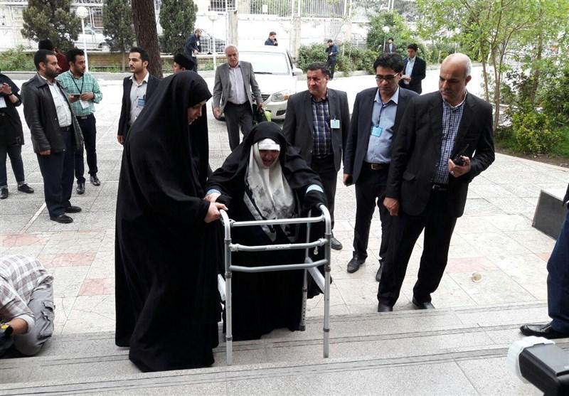 دختر آیت الله طالقانی در انتخابات ثبتنام کرد (+عکس)