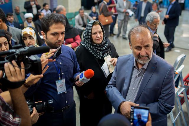 بیادی: به خاطر حمایت از احمدی نژاد پشیمان نیستم/ خوشبختانه پشت پرده جمنا هم که رو شد
