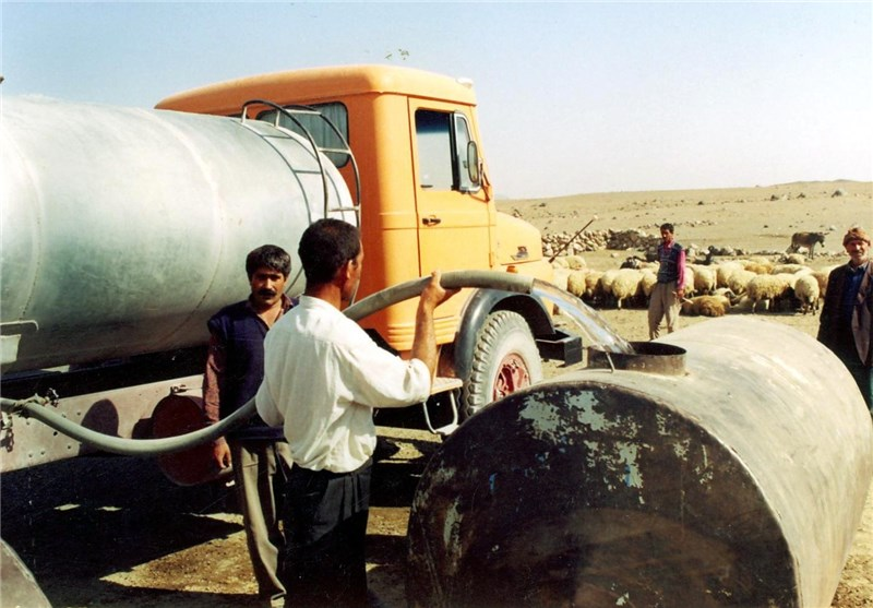 صفهای طولانی برای تامین آب شرب در مشگینشهر