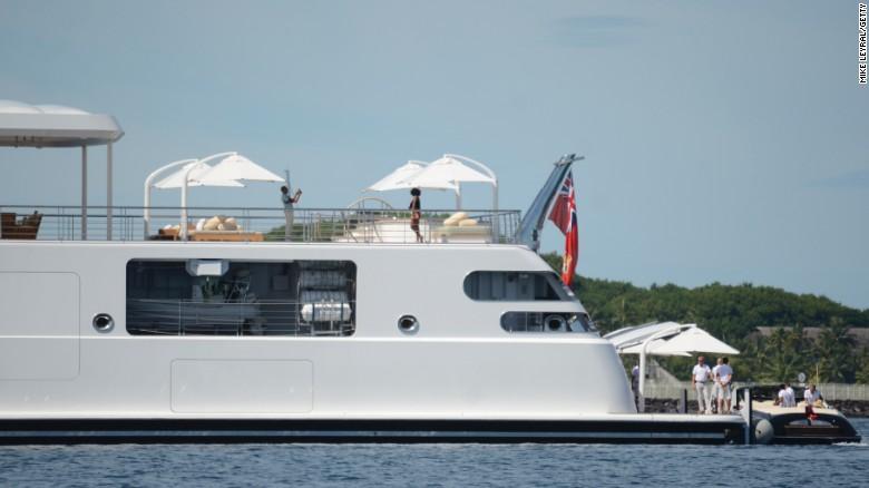 وقت گذرانی اوباما در سواحل اقیانوس آرام (+عکس)
