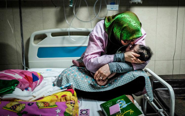 دو ماجرای واقعی از دوران تحریم ها: از «بردن نسخه دارو به ترکیه» تا «ناله های شبانه روزی نوزاد»