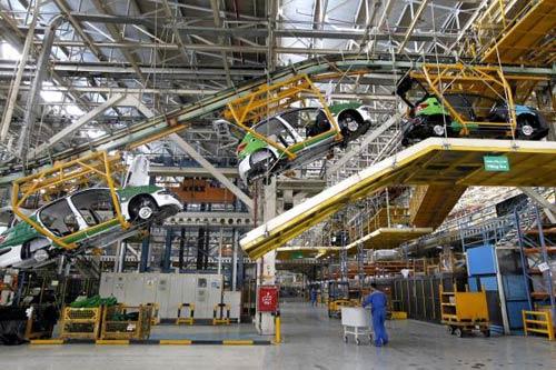ایران خودرو روزانه همچنان بیش از 2000دستگاه تولید دارد