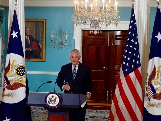 رکس تیلرسون : نمی خواهیم مشکل ایران را برای دولت بعدی آمریکا ارث بگذاریم / در حال بازنگری جامع سیاست آمریکا در قبال ایران هستیم