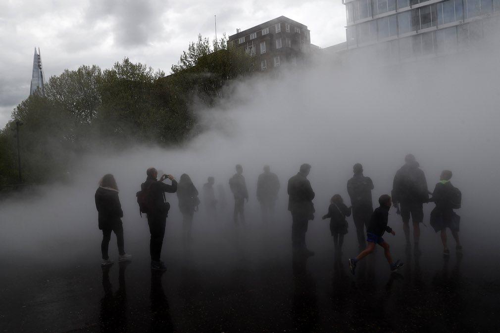 مردم در مه (عکس)