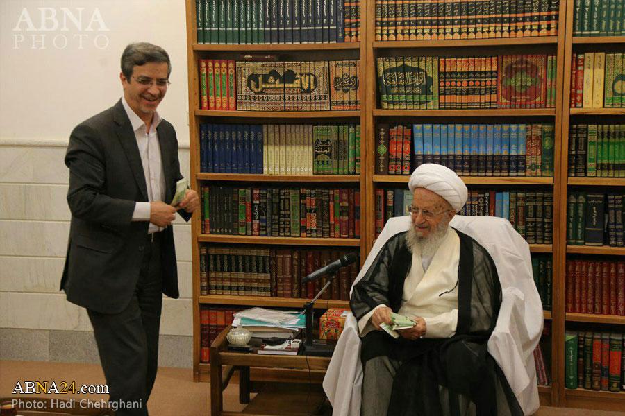عیدی 20 هزار تومنی آیت الله مکارم شیرازی به شهردار قم (+عکس)