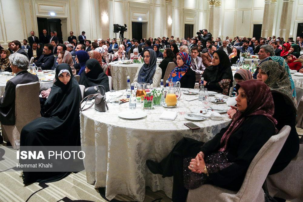 دیدار ایرانیان مقیم روسیه با روحانی (عکس)