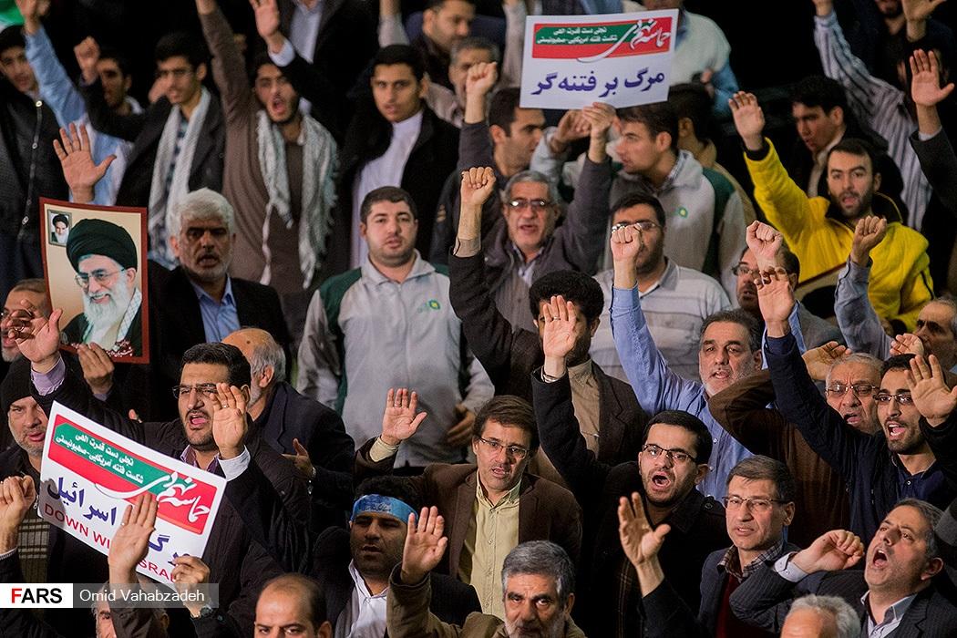 ملت ایران کدام است؟ «آنان که قبل از ظهر در مصلی بودند» یا «معترضین بعد از ظهر»؟ /