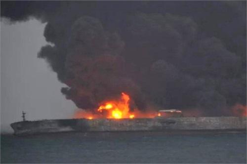 انفجار نفتکش ایرانی در مسیر کره جنوبی (+عکس) / 30 ایرانی ناپدید شدند