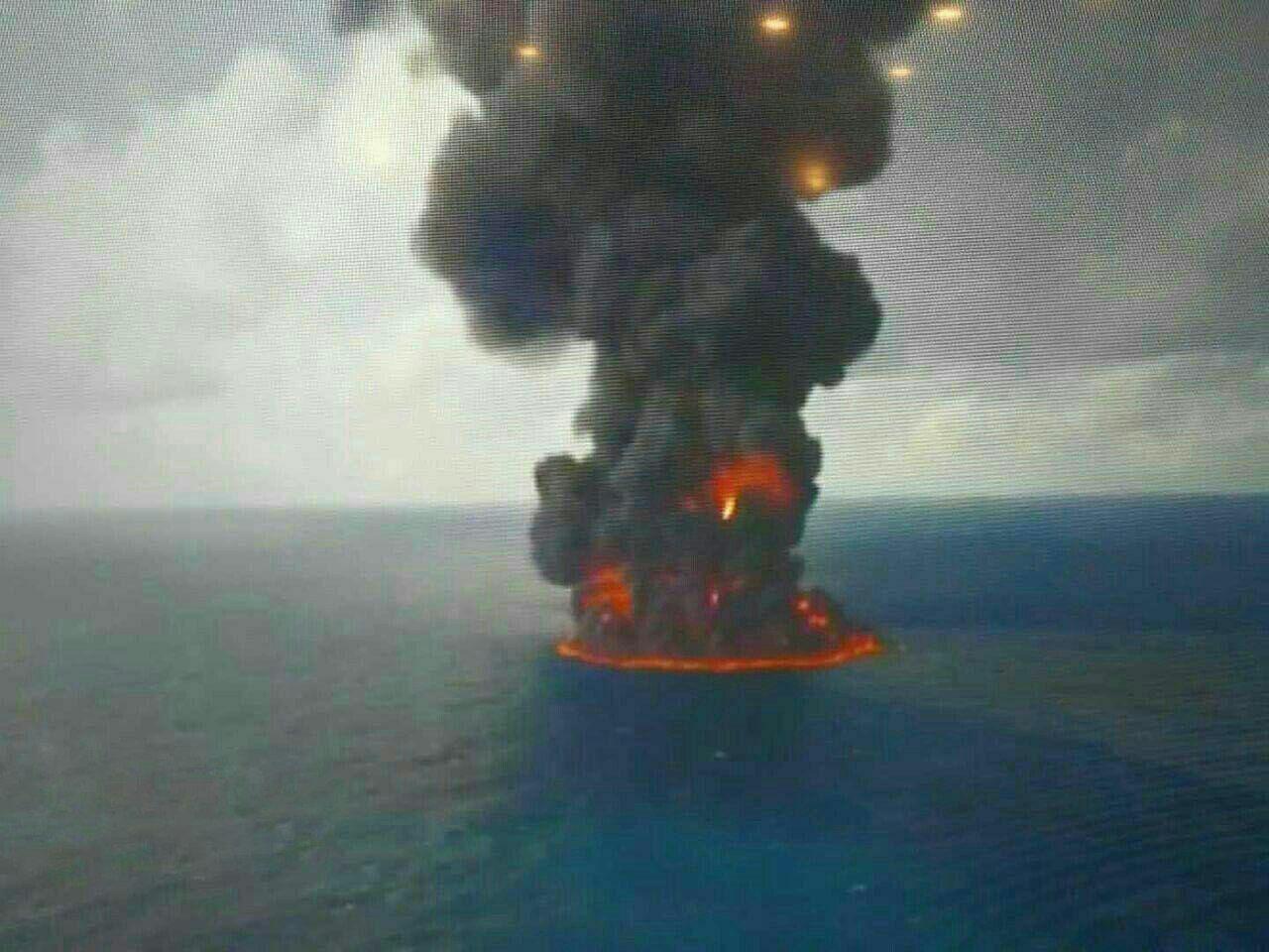 تصویر هولناک از آخرین وضعیت نفتکش سانچی (عکس)