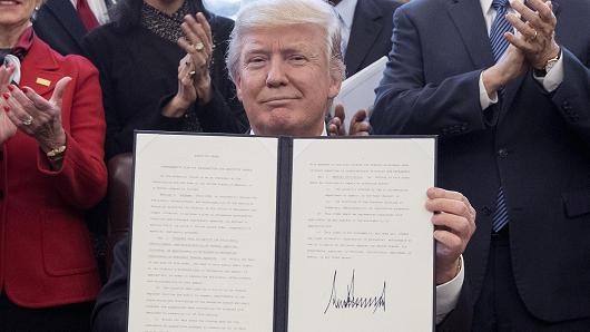 کارنامه ترامپ در یک سال گذشته، همه شعارهای انتخاباتی محقق شدند