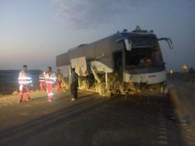 مصدومیت 20 نفر بر اثر برخورد اتوبوس و تریلی