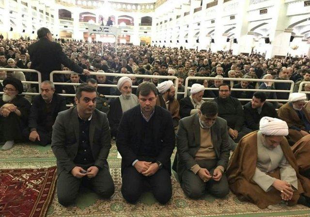 حضور سرمربی ترکیهای تراکتورسازی در نماز جمعه تبریز