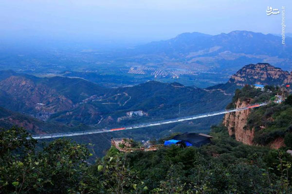 طولانیترین پل شیشهای جهان (عکس)