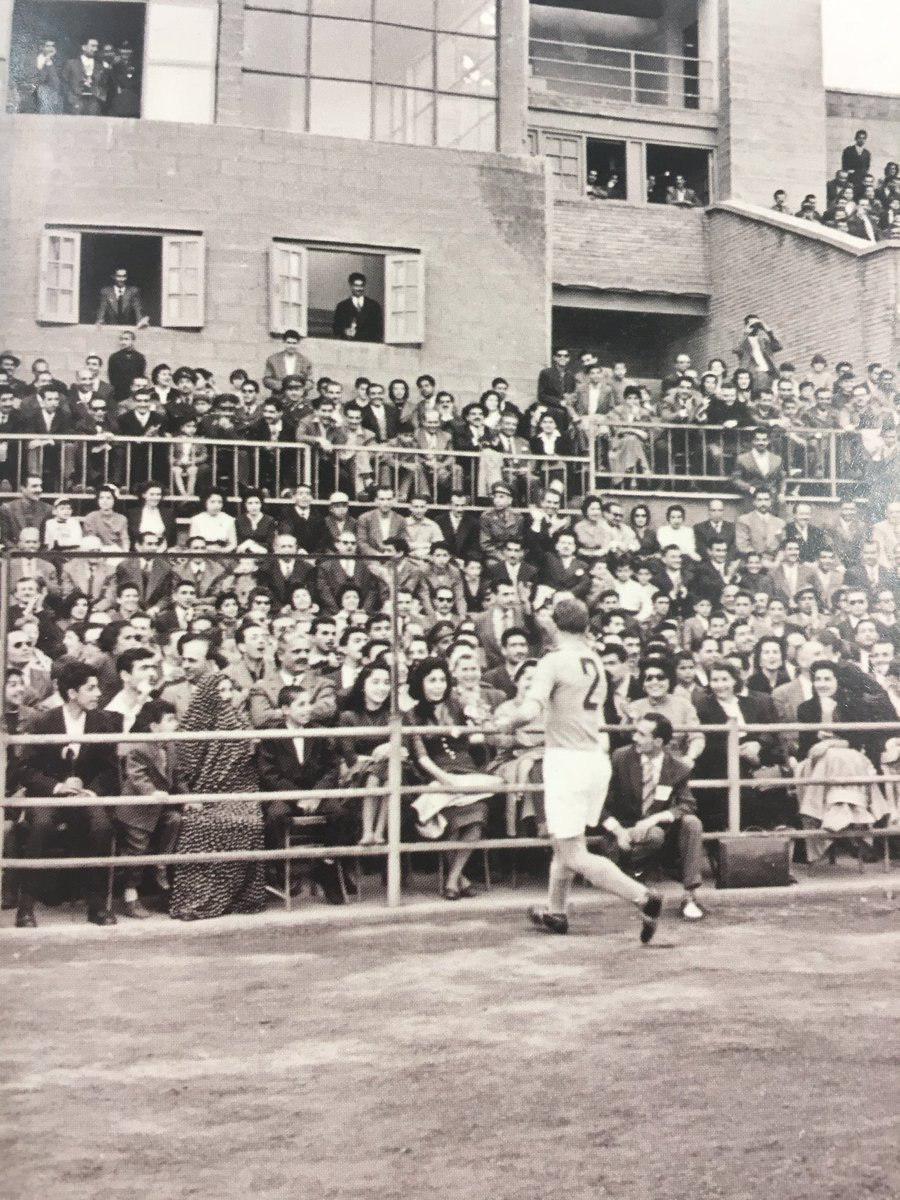 حضور بانوان در استادیوم ورزشی در سال های دور (عکس)