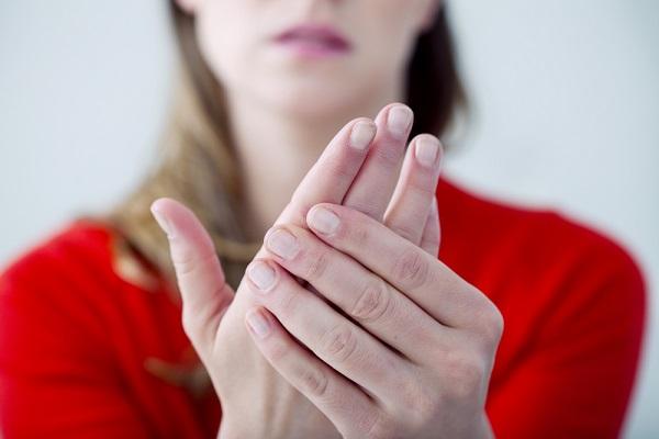8 دلیل احساس سرمای دائمی در انگشتان دست