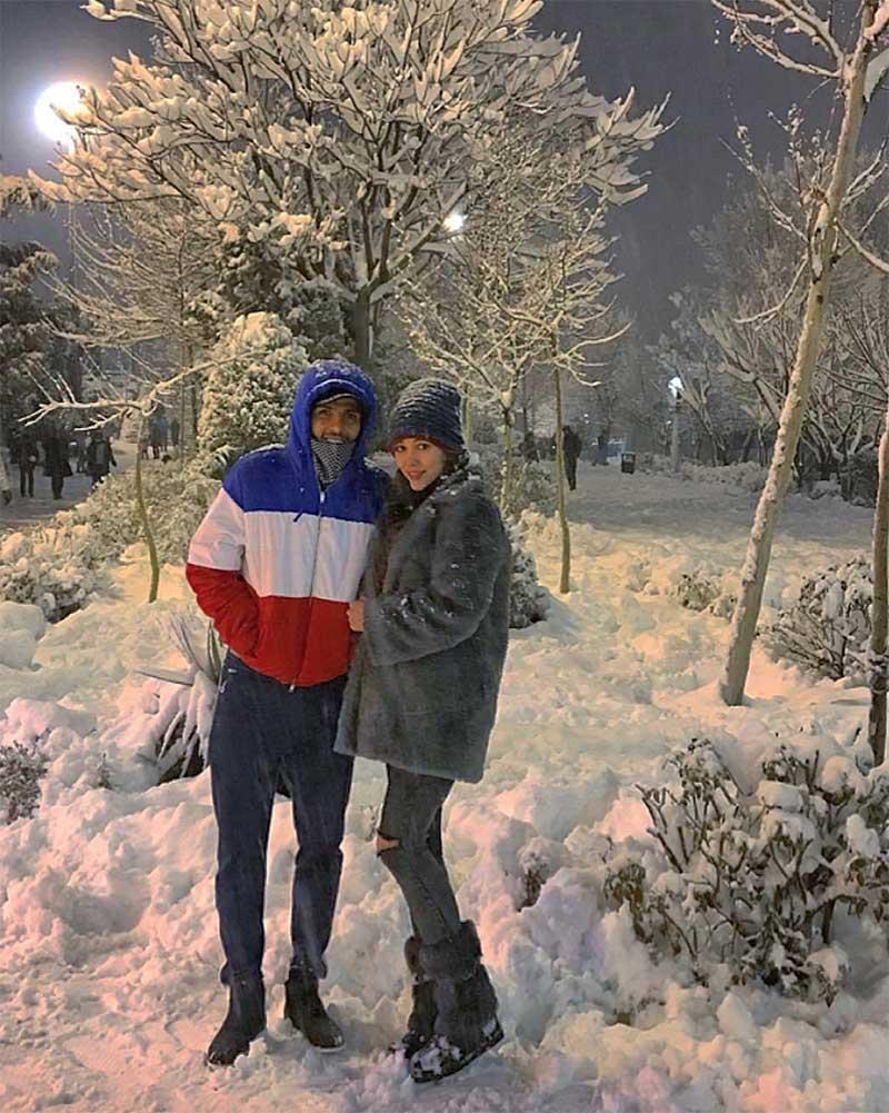 برف بازی نیکی محرابی و همسرش (عکس)