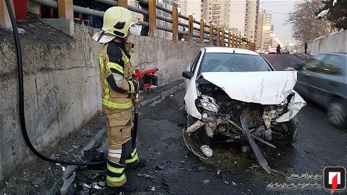 تصادف شدید پژو 206 با دیواره بزرگراه یادگار امام (عکس)