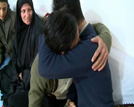 کودک گمشده مشگینی پس از ۱۲ سال به آغوش خانواده بازگشت (+عکس)