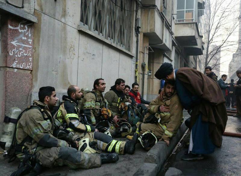 تشکر ویژه یک روحانی از آتشنشانهای ساختمان وزارت نیرو (عکس)