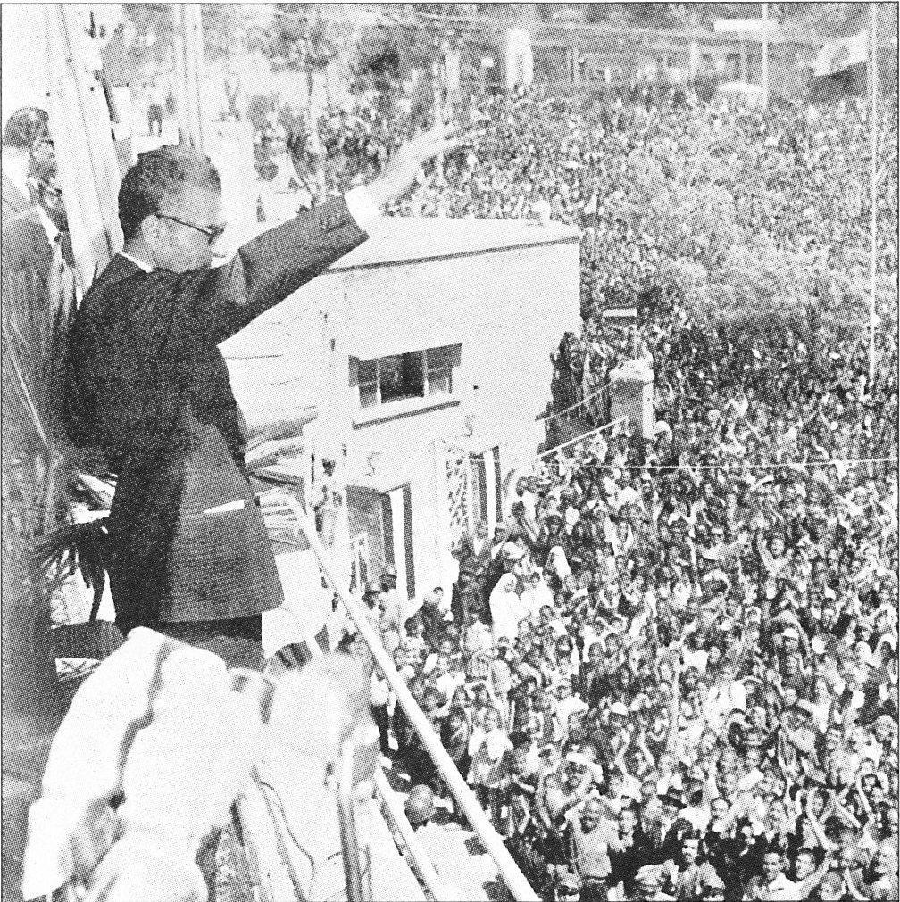 تمام علل و عوامل سقوط نظام پادشاهی ایران/ترور شدن شاه در دانشگاه تهران، ساختگی بود/رئیس جمهور آمریکا از دیکتاتوری شاه انتقاد کرد