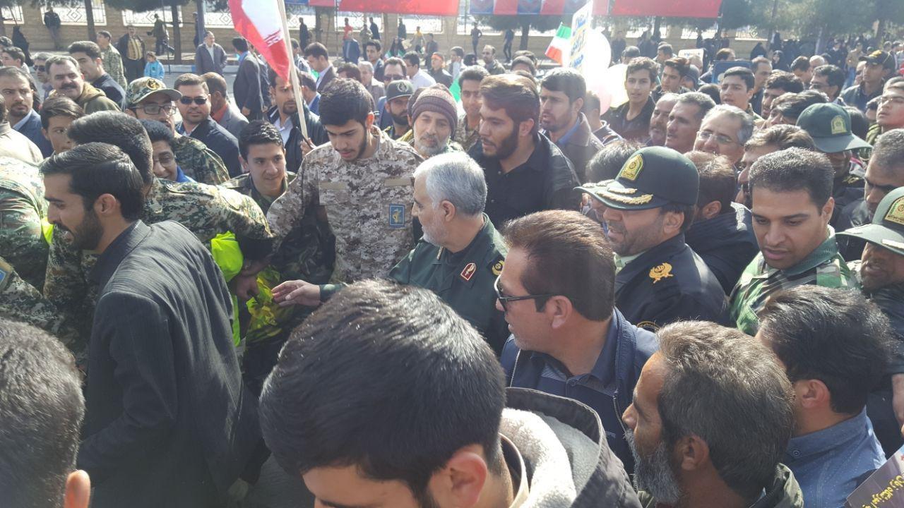 حضور سردار سلیمانی در راهپیمایی ۲۲ بهمن در کرمان