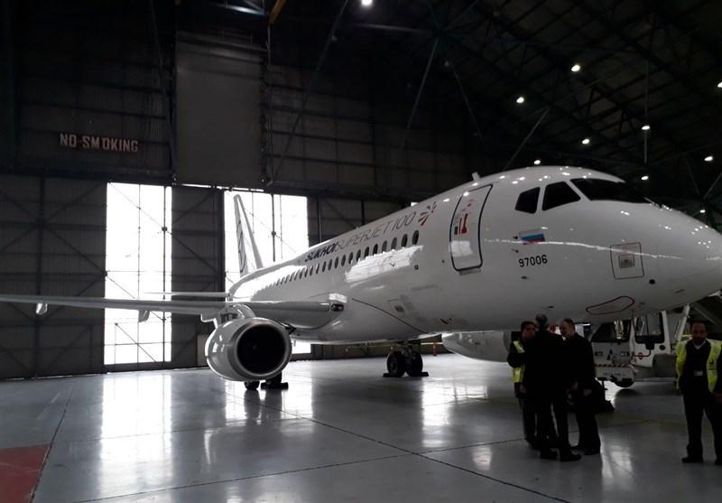 سوپر جت ۱۰۰ روسی در فرودگاه مهرآباد فرود آمد (عکس)