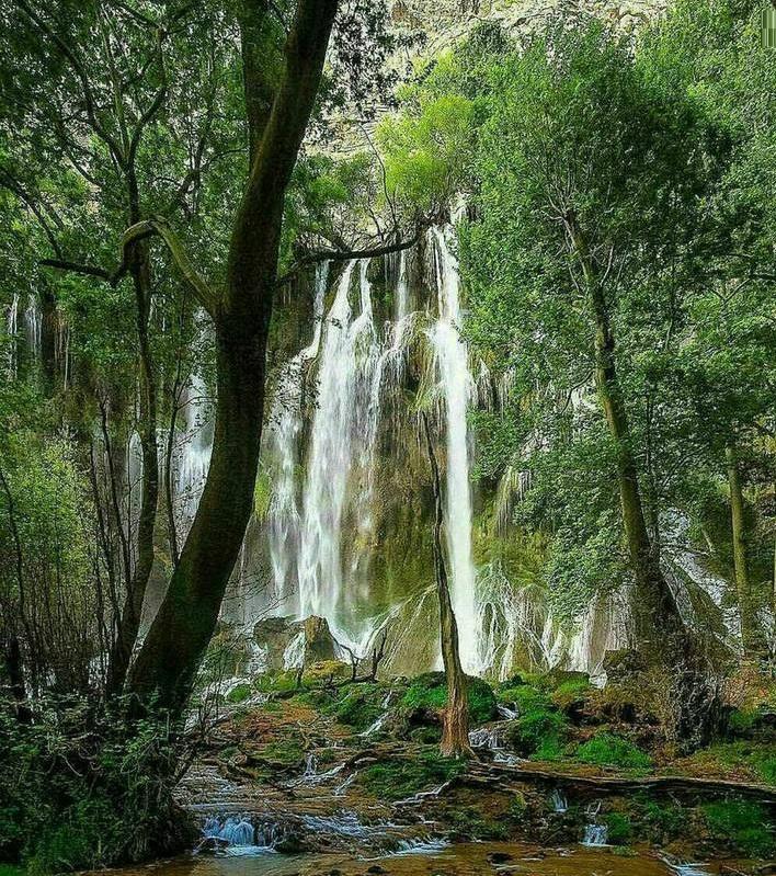 آبشاری زیبا در غرب ایران (عکس)