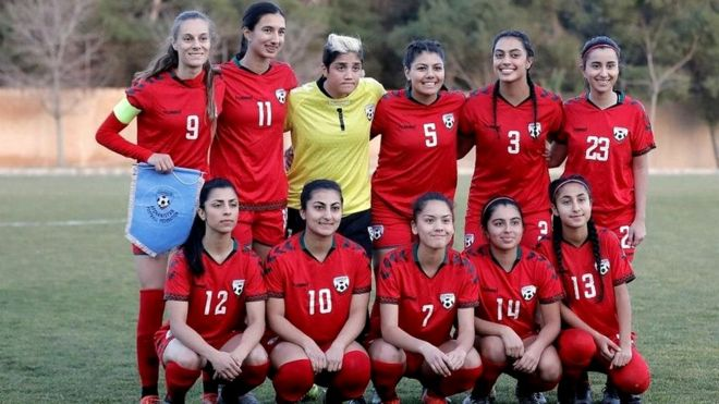 عذرخواهی فدراسیون فوتبال افغانستان به خاطر پوشش زنان فوتبالیست