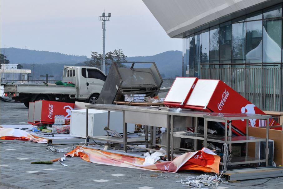 وزش باد، المپیک زمستانی را به تعطیلی کشاند/ مجروح شدن 16 نفر (+ عکس)