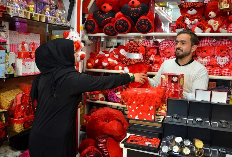 اولین ولنتاین در موصل بعد از داعش / میدان اعدام به فروش خرس و گل ولنتاین تبدیل شد