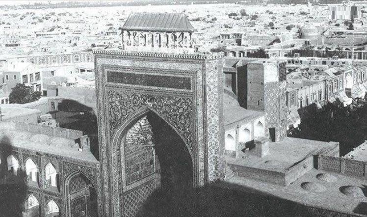 نقارهخانه صحن انقلاب؛ سال ۱۳۲۵ (عکس)