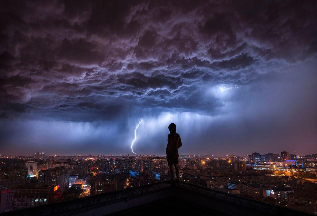طوفانی در دوردست (عکس)