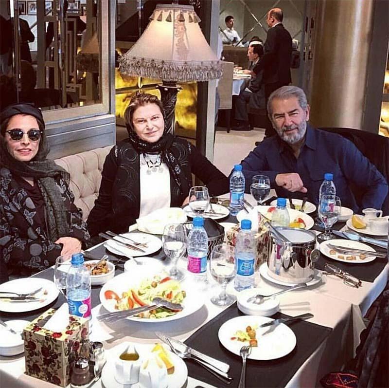 فرامرز قریبیان و همسرش در یک رستوران (عکس)