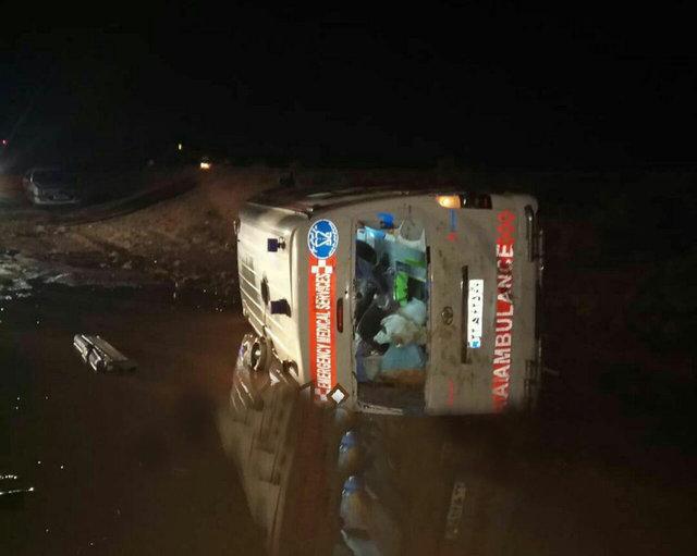 یک کشته در واژگونی آمبولانس در فارس (+عکس)