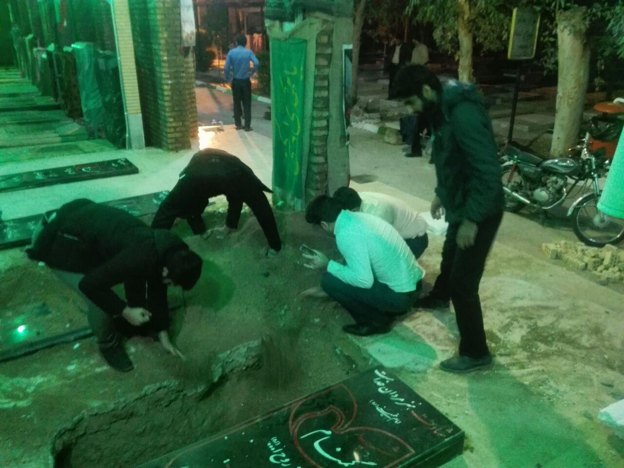 اقدام شرم آور افراطیون در دزفول: حمله شبانه به قبر پدر شهید با ادعای دفاع از شهدا !