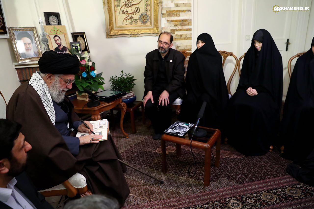 حضور مقام معظم رهبری در منزل یکی از شهدای حوادث اخیر تهران