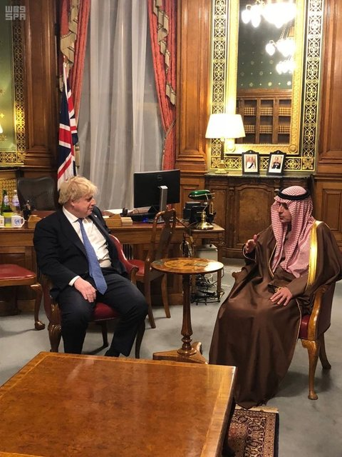 جانسون: عربستان فقط از مرزهایش دفاع میکند!/ عادل الجبیر: جنگ در یمن بر ما تحمیل شد!